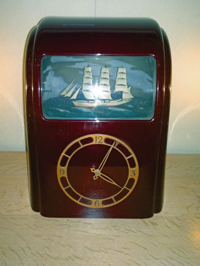 Bakelite Art Deco Vitascope Clock (item #1026)